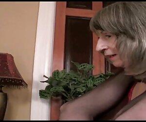 La vieja tetona travestis pollones follando spunker es una follada súper caliente y le encanta comer semen