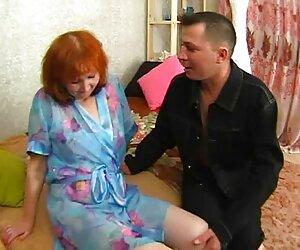 Chico del servicio de habitaciones dominado por travestis cojiendo con animales una perra milf rubia mandona