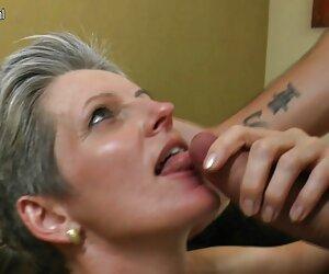 Engañando a la esposa con sexy tranxesuales cogiendo regordete