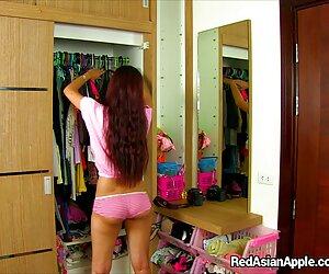 Sexy latina babe se desnuda y travestis culones xxx se masturba en la cámara