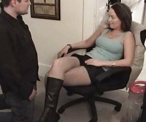 Puta video xxx de trans rubia recibe una perforación de boca y coño áspero