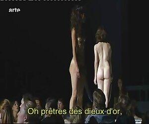 Natasha Nice es una sexy stripper vestida travestis con mujeres videos de blanco